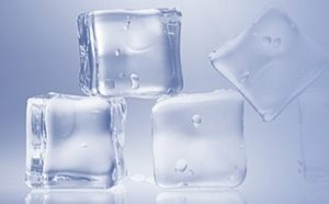 How to Make Ice Cubes Without a Tray Featured