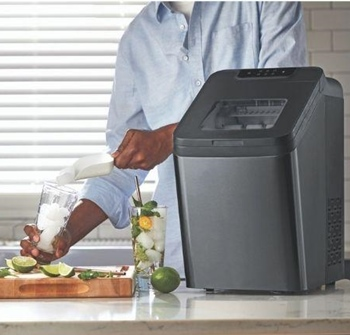 How do portable ice machines work