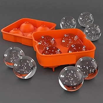 Use silicon trays to make ice balls at home